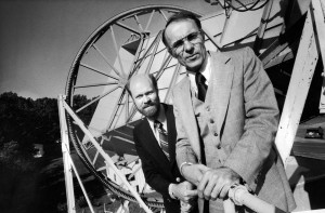 Robert Wilson (left) and Arno Penzias. In the background, the antenna with which Cosmic Background Radiation was discovered. Credits:  INAF